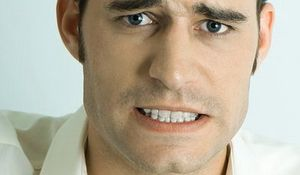 Bruxismus (skřípání zubů v noci). Parafunction žvýkací svaly