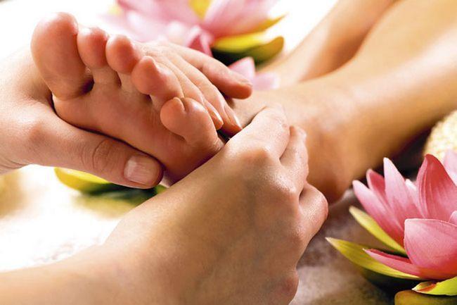 Jak se dělá masáž nohou?