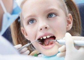 Odstranění mléčných zubů u dětí