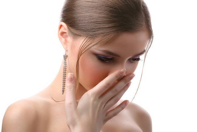 zápach acetonu v nose příčiny, léčba
