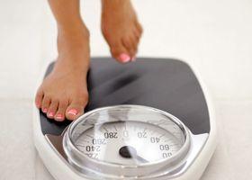 Ti, kteří chtějí zhubnout, je třeba zvážit každý den a přestat kouřit