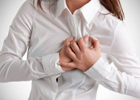 Ženy by měly dávat pozor na příznaky spojené s onemocněním srdce